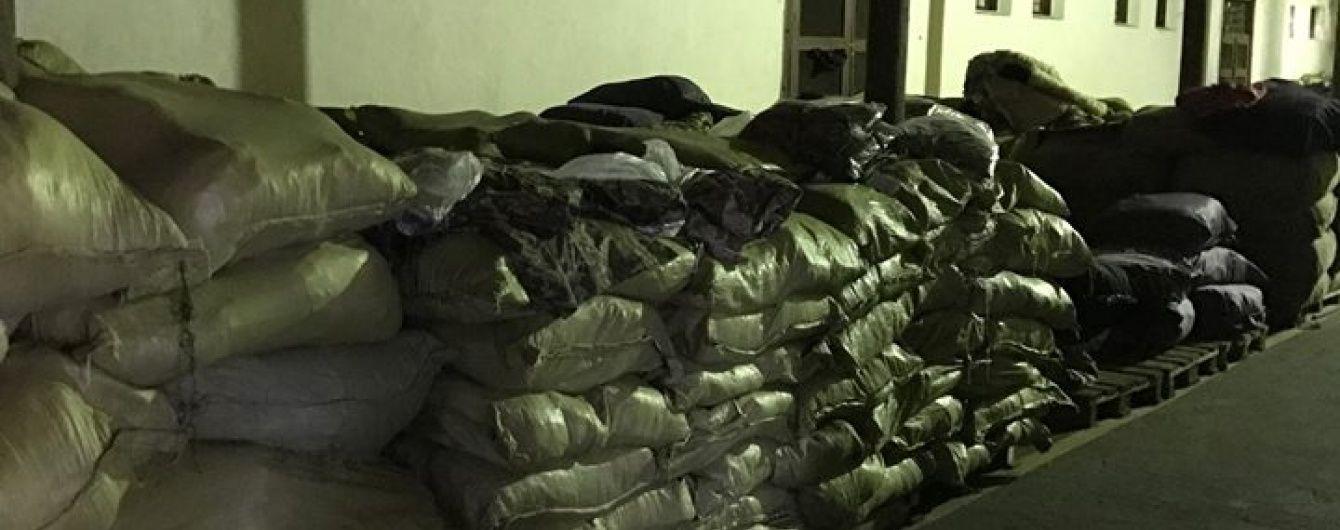 Детективи НАБУ взялися за неякісну військову форму для української армії