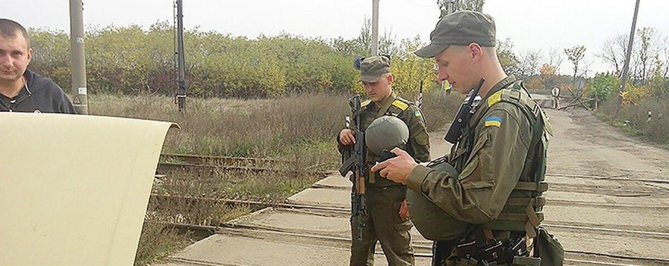 """Нацгвардійці затримали бойовика, який ховав """"документи ДНР"""" під пелюшками дитини"""