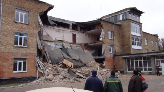Два роки після обвалу школи у Василькові: нова будівля є лише на папері, а замість неї - бур'яни та каміння