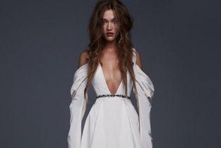 Пышные юбки, драпировка и корсеты: лукбук новой свадебной коллекции Vera Wang