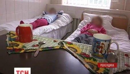Спалах сальмонельозу на Рівненщині: госпіталізовано 19 дітей