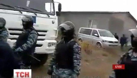 Российские вооруженные силовики ворвались с обысками к пяти крымскотатарским семьям