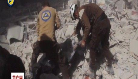 Моторошне відео порятунку людей із під завалів в Алеппо з'явилося в Мережі
