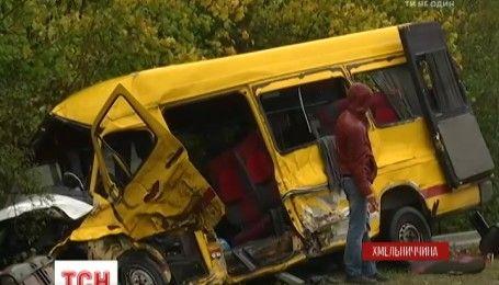 На Хмельниччині сталася смертельна аварія: фура зіткнулася з маршрутним автобусом