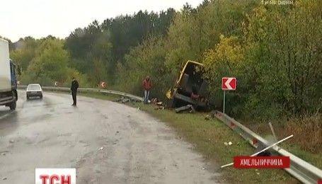 Поблизу Кам'янця-Подільського фура врізалася у маршрутний автобус
