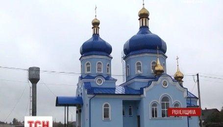 На Рівненщині вночі невідомі вдерлися в чотири храми