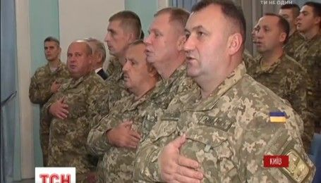 В Доме офицеров ко Дню защитника Отечества лучших военных наградили новыми званиями