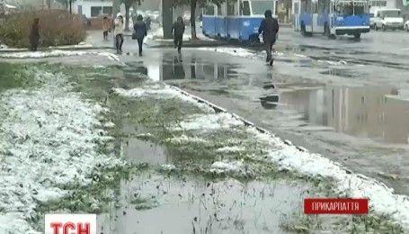 Синоптики обіцяють дощі та сильний вітер майже у всіх регіонах країни