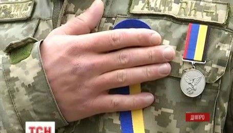 Врочисті марші та вшанування загиблих героїв: як Україна святкує день захисника