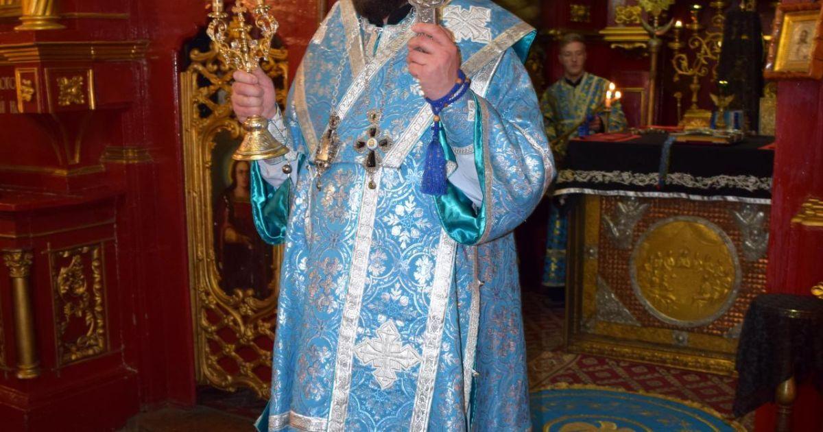 Замість монастиря – по барах. Скандальний тернопільський священик водив додому заміжню жінку
