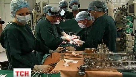 У столичному Центрі серця 30-річній жінці вживили механічний орган