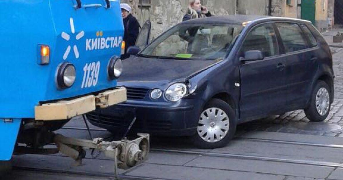 ДТП на вулиці Руській @ Варта1