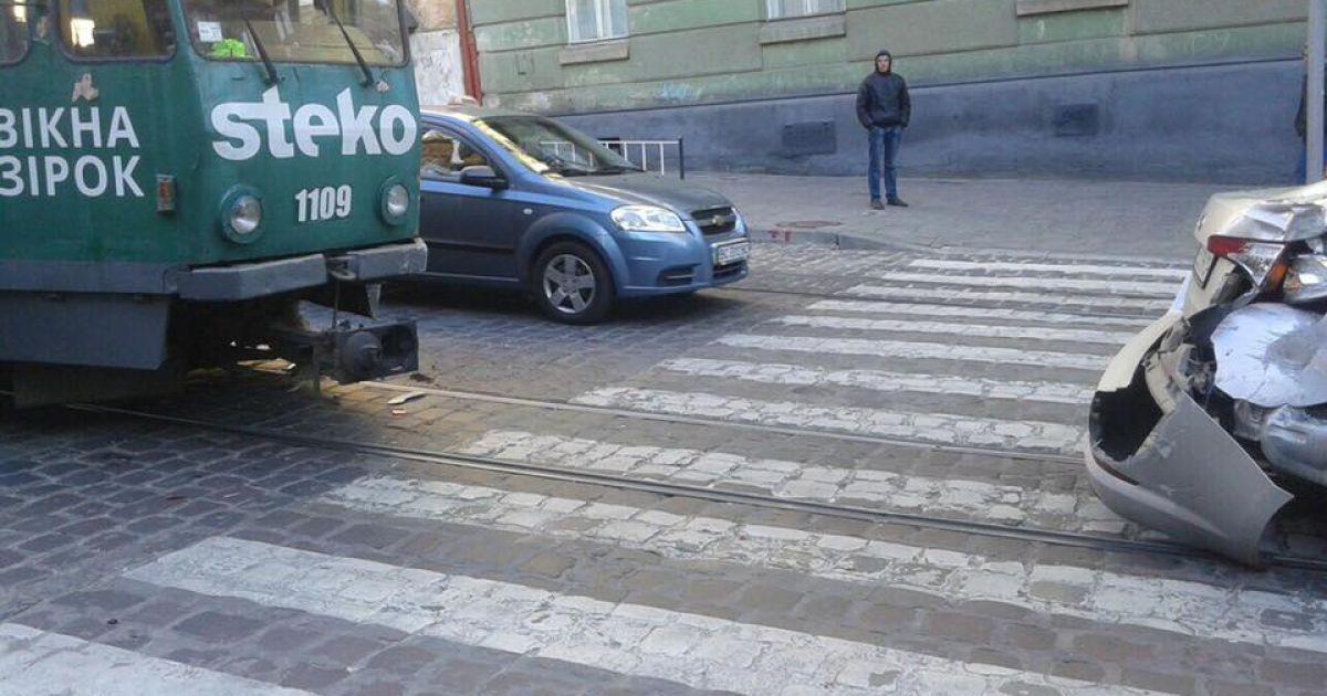 ДТП на вулиці Коперника @ Варта1