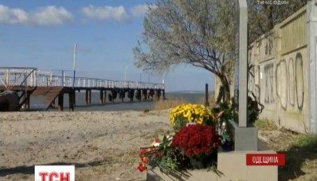 """В месте выхода последнего рейса катера """"Иволга"""" родные погибших установили памятный знак"""