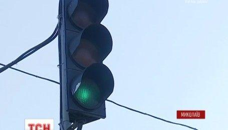 Прокуратура выясняет обстоятельства столкновения патрульного автомобиля и внедорожника в Николаеве