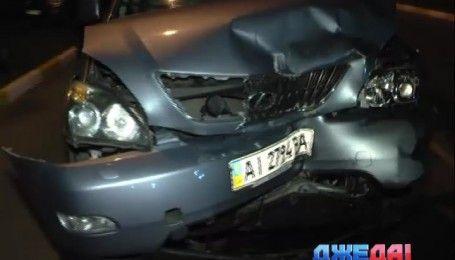Лобовое столкновение: в Ирпене водитель Lexus врезался в КІА
