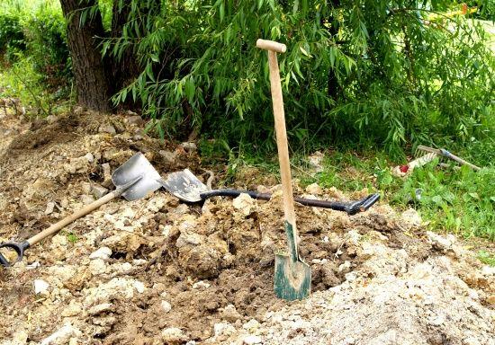 В Індії чоловік, якого поховали живцем, сам вибрався з могили