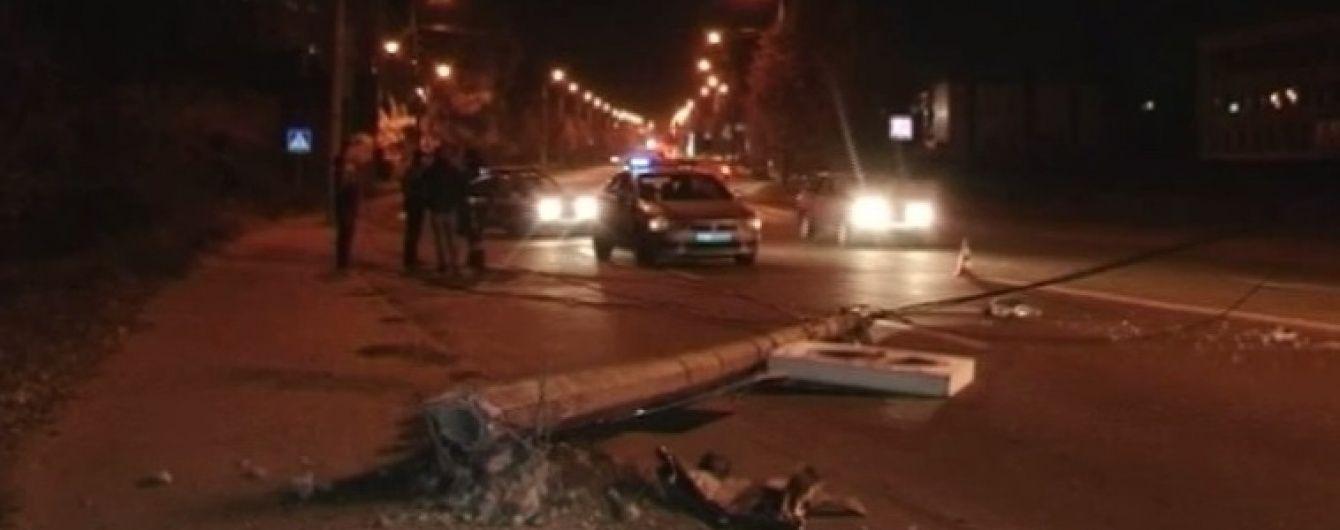 П'яний водій завалив машиною електроопору в Бердичеві