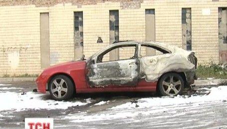 Подарок на свадьбу: жене мэра Глухова Терещенко сожгли авто
