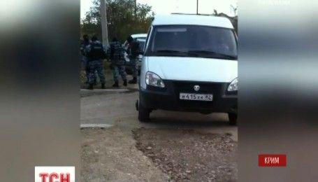 Російська ФСБ продовжує обшуки та судові засідання у справах кримських татар