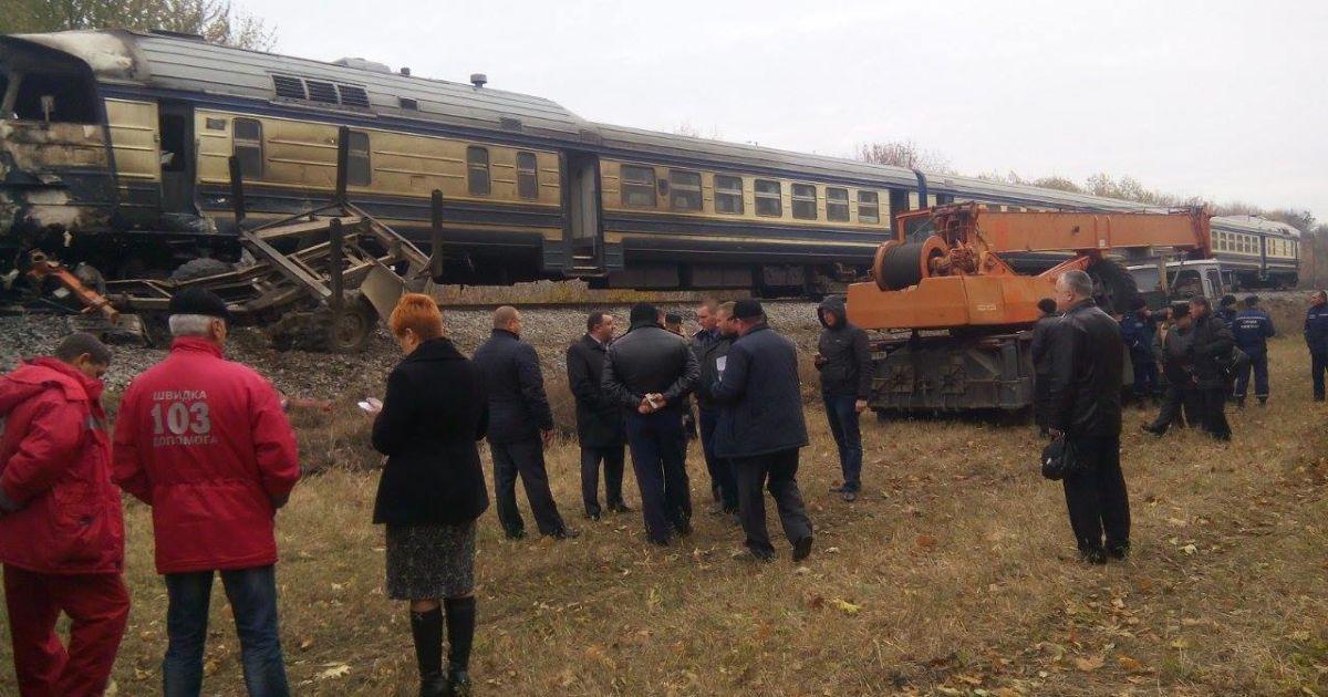 """Моторошні подробиці """"залізничної"""" ДТП на Вінниччині: поїзд тягнув палаючу вантажівку 200 метрів"""
