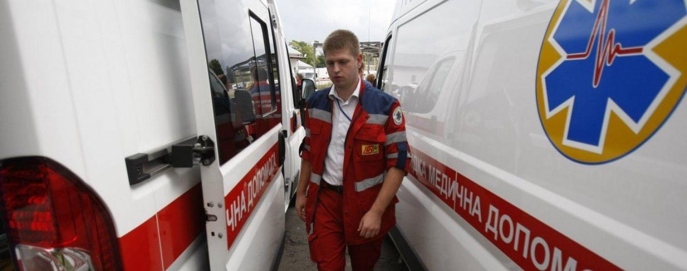 У київській лікарні на дитину впали масивні двері