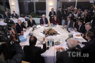"""Лидеры стран """"нормандской четверки"""" обсудили по телефону ситуацию на Донбассе"""