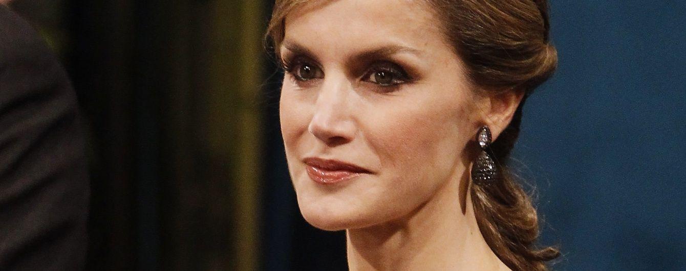 Снова неудача: королева Летиция опять подчеркнула тонкие руки неподходящим платьем