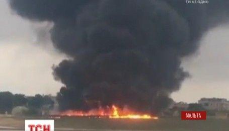 В Мальте в аэропорту разбился самолет, есть погибшие