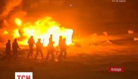 Во Франции мигранты устроили столкновения с полицией: власти планируют снести палаточный городок