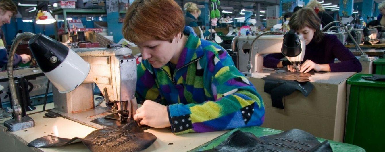 Украинцев массово будут учить на трактористов, сантехников и швей