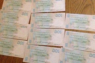На Сумщине почтальон раздавала пенсии сувенирными купюрами