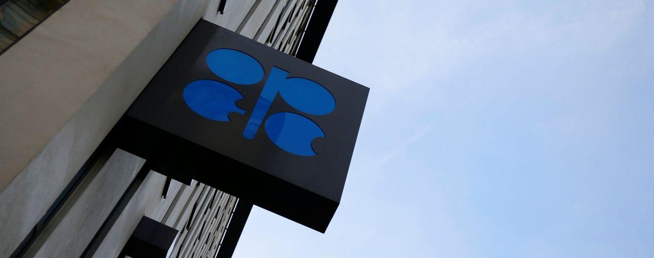 ОПЕК вирішила на півроку скоротити видобуток нафти