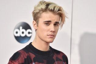 Не выдержал: эмоциональный Бибер сорвал собственное выступление из-за непослушных фанатов