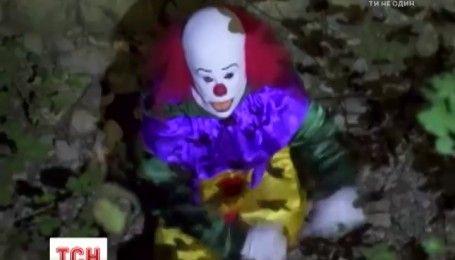 """Эпидемия """"кровавых клоунов"""": зачем люди в жутких масках пугают прохожих по всему миру"""