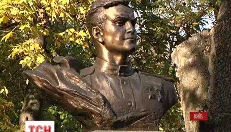 В Киеве почтили память легендарного летчика Амет-Хана Султана