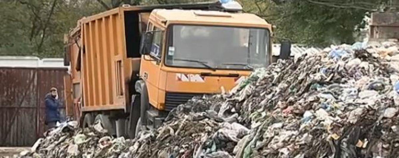 Жителі столичної Дарниці задихаються від смороду сміттєзвалища, яке вважають незаконним
