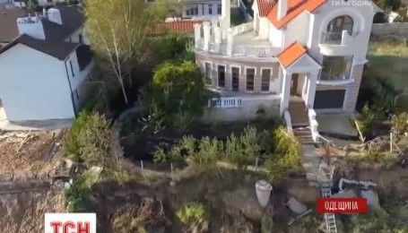 В Одесской области несколько домов подверглись разрушению из-за оползней