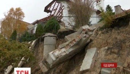 Непогода в Одесской области привела к разрушению целой улицы элитных домов