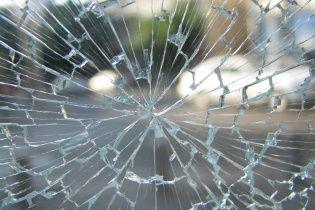 В Житомире легковой автомобиль въехал в остановку общественного транспорта и сбил человека