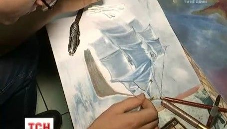 В Днепре студент-физик рисует картины исключительно декоративной косметикой