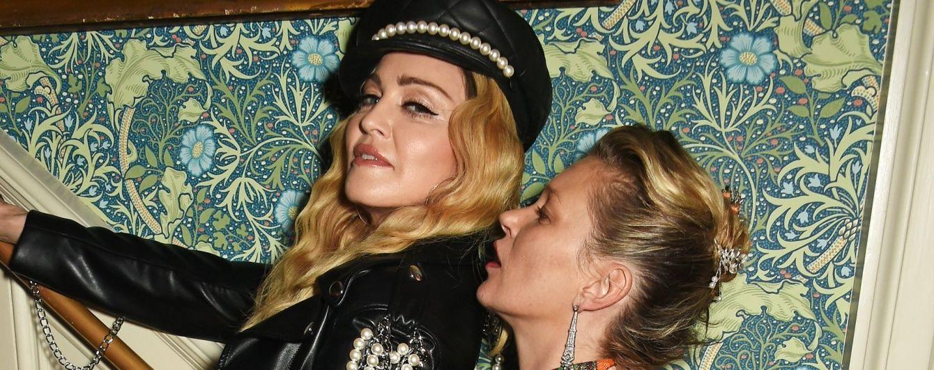 Розпусна Мадонна лежала між ногами у Кейт Мосс на гламурній вечірці