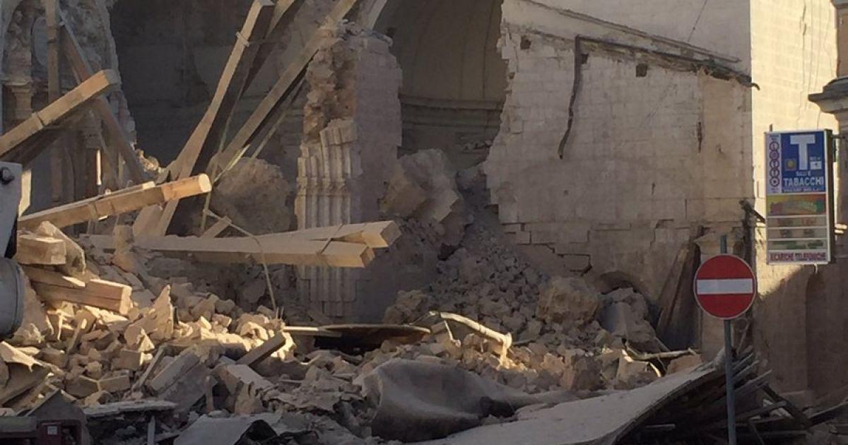 Зруйнована базиліка Святого Бенедикта в Норчії @ Twitter/ Urgent News
