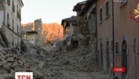 В Италии спасатели инспектируют разрушенные землетрясением здания