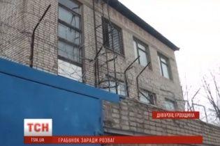 У Нікополі білорус обікрав магазини й спустив награбовані шість тисяч у караоке-барі