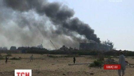 В пакистанском порту взорвался нефтяной танкер
