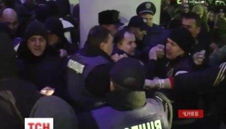 Толкотня и заминирование: активисты попытались сорвать концерт Светланы Лободы в Чернигове