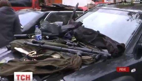 Поліція затримала чоловіків із арсеналом зброї у Рівному
