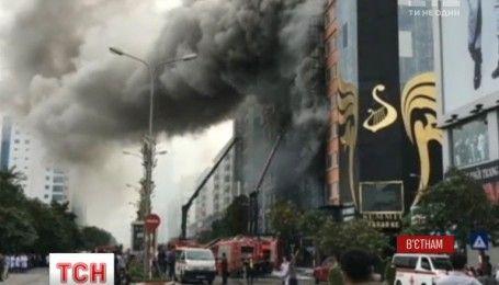 В столице Вьетнама 13 человек стали жертвами пожара в караоке-центре