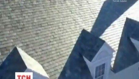 """В компании """"Тесла"""" разработали солнечную крышу, которая заряжает автомобили и греет дом"""